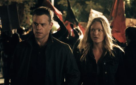 Jason Bourne (Matt Damon) and Nikki Parsons (Julia Styles) in