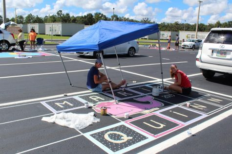 Seniors painting their spots