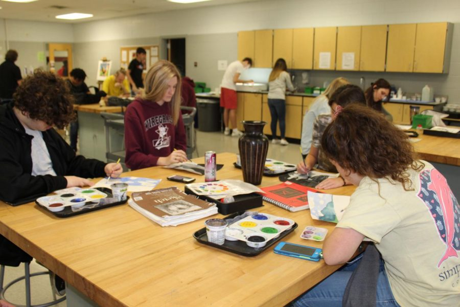 Mr.Holyoke%27s+first+period+working+hard+on+their+paintings.+