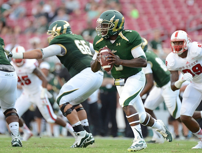 Quinton Flowers extends the play in a game for USF.