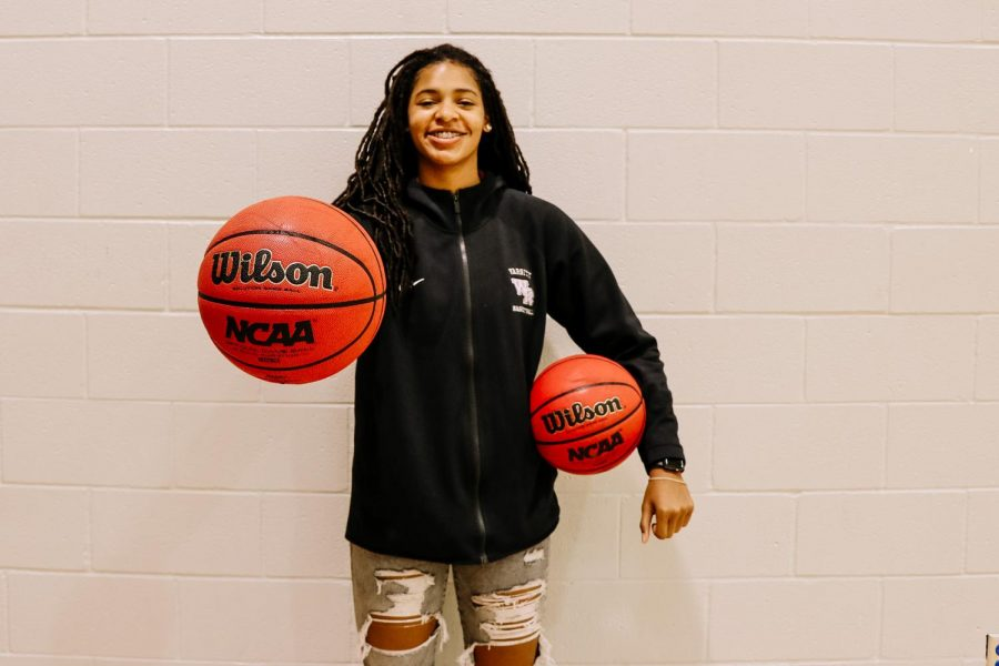 Senior Zoi Evans reached 1000 points last week during the ... game.